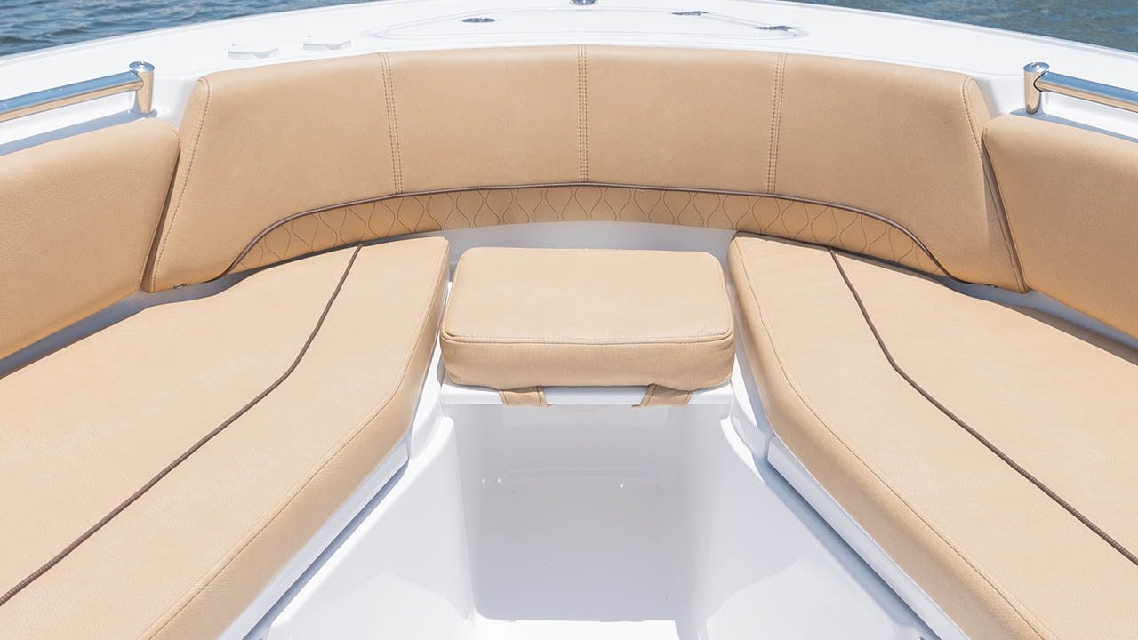 Sportsman Heritage 241 Center Console - Bow Filler Board w/ Cushion