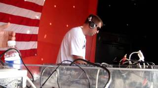 Dj H-Bomb spinning @ IL BACIO for Peace, Love, & House Festival (May 29th, 2011) Part 1