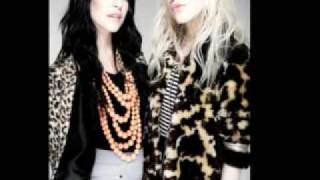 The veronicas-Someone wake me up (lyrics+Download link)