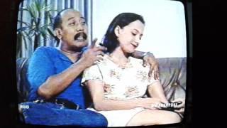 Adegan Karina Suwandi manja sama Indro Warkop DKI eps. Kado Ulang Tahun.