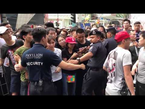 antrean menggila warga malaysia demi sepatu adidas superstar yeezy kanye west commercial