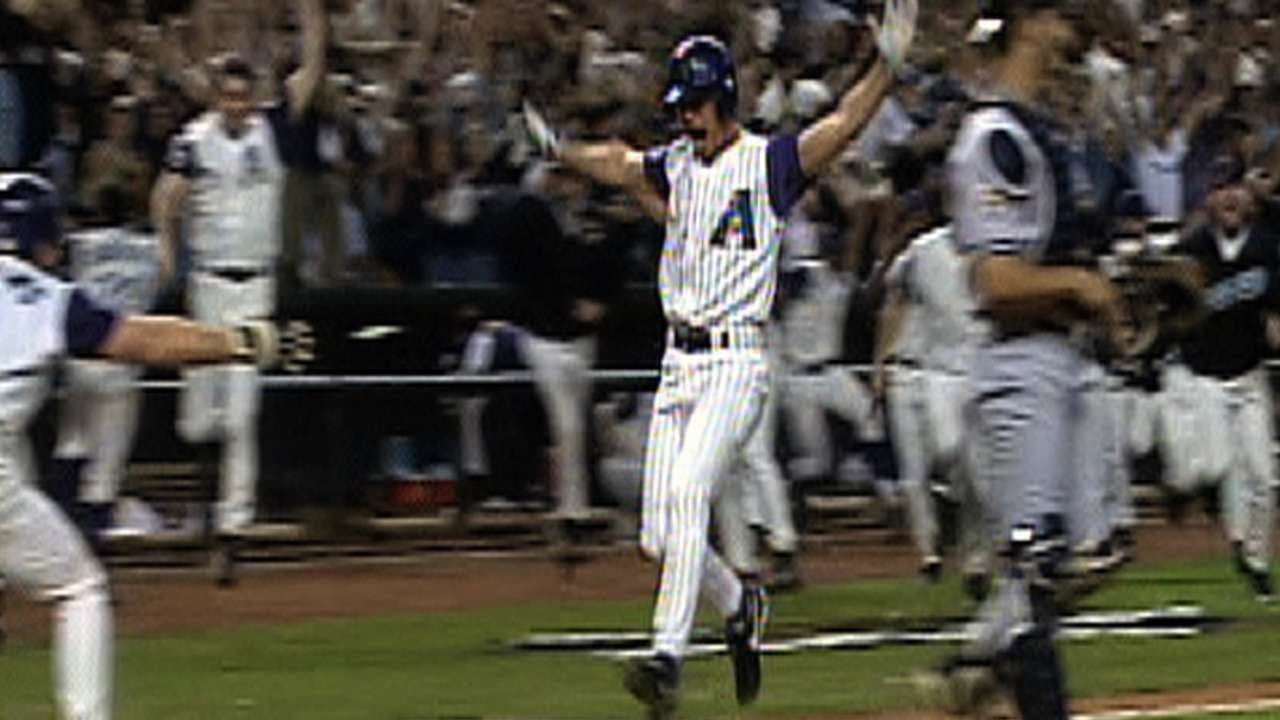8e5e32586 2001 WS Game 7  Luis Gonzalez gives the D-backs the World Series title -  YouTube