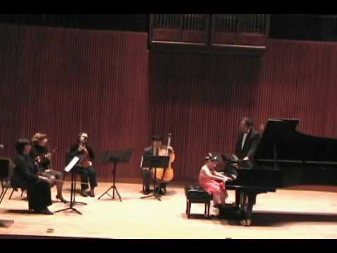 Young Stars Festival 2009. 4 years old Helen Yu playing Concertino in A Minor  by Polunin