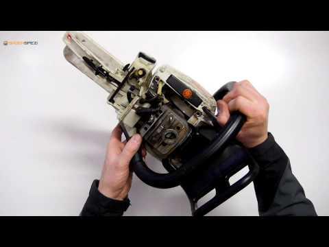 Dichtigkeitsprüfung bei einem Kurbelgehäuse einer Stihl Motorsäge 026 / MS260