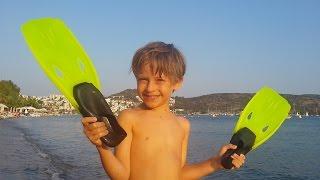 ✿ ВЛОГ Арсения: Развлечения на Пляже - море, солнце и песок - отличный отдых!(VLOG Arseny: Сегодня Арсений приглашает всех развлечься на пляже: поиграем в водный теннис, поплаваем с маской..., 2015-08-05T10:00:00.000Z)
