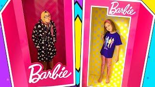 ГИГАНТСКИЕ Волшебные Коробки Барби Как вся семья Амельки стала Куклами