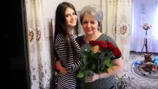 видео Что подарить маме на 55 лет? Заботу, комфорт и любовь