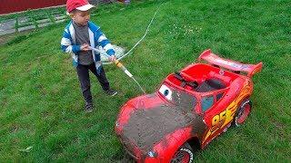 Little boy Darius Washing Lightning Mcqueen Electric Car - Outdoor Activities