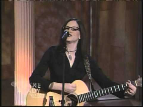 Underdog by Lisa Loeb - performed live on The Wayne Brady Show