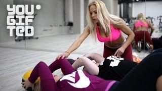 Девушки знакомятся с тренером. Реалити-шоу Большие перемены: Выпуск 1
