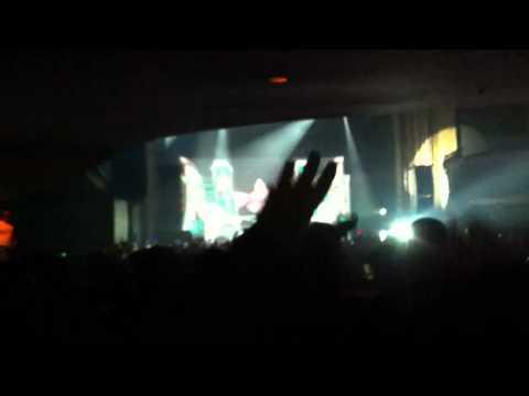 Skrillex drop Nero - Crush on you @ Metropolis Montreal
