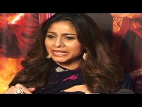 Tanisha gets ANGRY with a Repoter at Bigg Boss 7 FINALE EXCLUSIVE Video