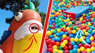 Cache-cache Géant dans un Parc de Jeux Gonflables Géants !