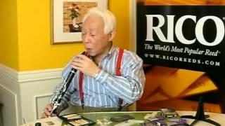 """ジャズクラリネット奏者""""北村英治""""さんがリードの調整法を説明します。"""