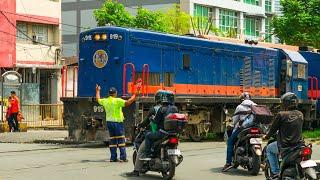 RailWay. Philippine Railroad Crossing. PNR train crossing Dela Rosa street / Филиппинский поезд