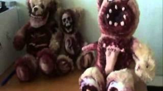 SCARY Teddy sings Justin Bieber. NightmareFuel! (Quiet Room Bears)