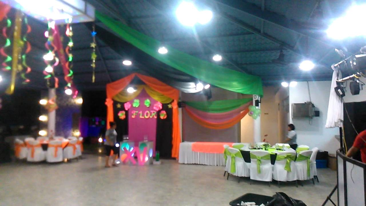 Decoracion de 15 a os colores neon youtube for Adornos de quince anos