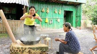 """【南方小蓉】我和媽媽隱居深山,今天我做了一道兒時最愛吃的中國菜肴""""溜溜粑"""",媽媽太喜歡吃了"""