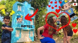 Boneco do Luccas Neto! No Prédio Azul | Detetives do Prédio Azul | DPA | DPA 2 filme | DPA 3 | HOTEL
