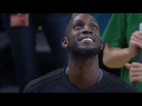 Kevin Garnett Receives A Standing Ovation In Boston