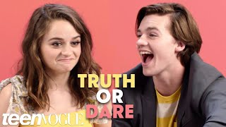 Video The Kissing Booth Cast Plays Truth or Dare | Teen Vogue download MP3, 3GP, MP4, WEBM, AVI, FLV Oktober 2018