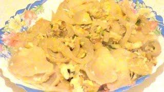 Маленькие вареники с заправкой из лука и яйца. Small dumplings with sauce from onions and eggs.