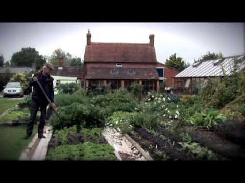 NO DIG ABUNDANCE, a weedy field becomes garden in 9 months, using mulches only