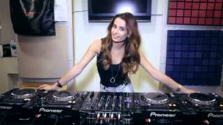 HOT GIRL DJ