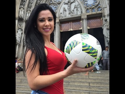 Brazilian girl futebol freestyle - MUSA DAS EMBAIXADINHAS