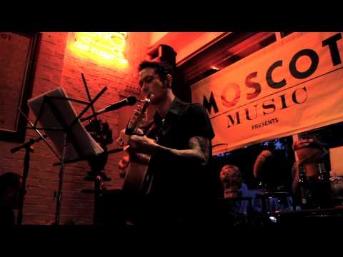 TRIVIUM Matt Heafy Hurt acoustic [NIN Cover] on Metal Injection