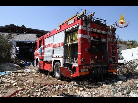 Abruzzo. Fabbrica Esplosa. Ricognizione Dei Vigili Del Fuoco