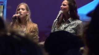 "Heidi Feek ""There Lives a Fool"" live performance at the Bib & Bucklefest #5"