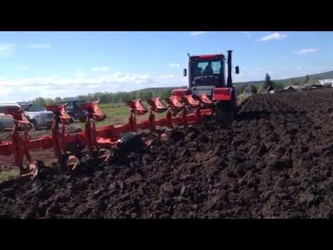 Kirovets R2 And Kuhn Manager 8C