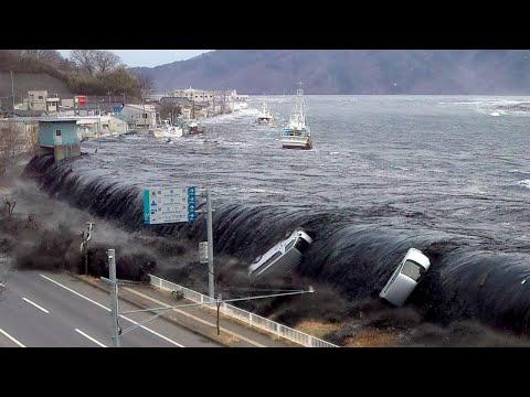 САМЫЕ СТРАШНЫЕ кадры ЦУНАМИ в Японии