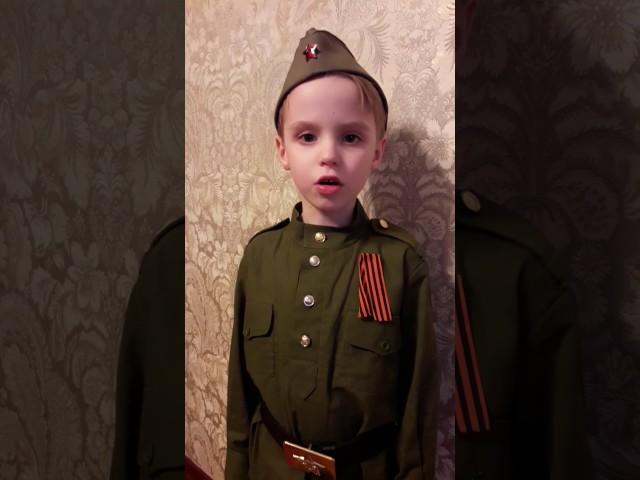 Изображение предпросмотра прочтения – СерафимДолгалёв читает произведение «Детский ботинок» С.В.Михалкова