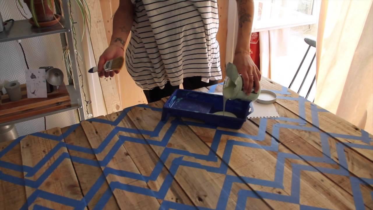 diy r aliser une t te de lit design avec la ponceuse duosand black decker youtube. Black Bedroom Furniture Sets. Home Design Ideas
