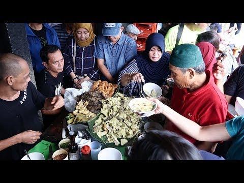soto-kuning-pak-yusup---jalan-surya-kencana,-bogor--indonesian-food-street