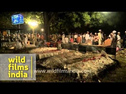 Large number of muslim devotees gather during Shab-e-barat