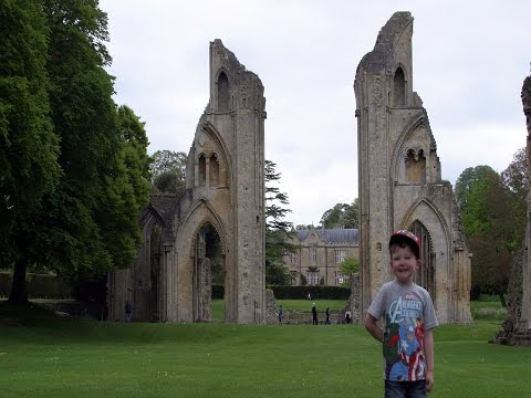 Glastonbury Abbey - Tour around the old Monastery ruins and Museum