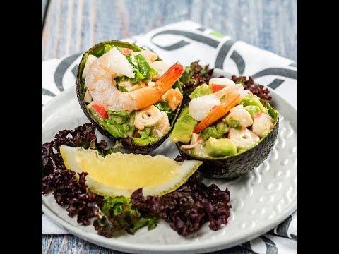 Salată de avocado cu creveți și surimi