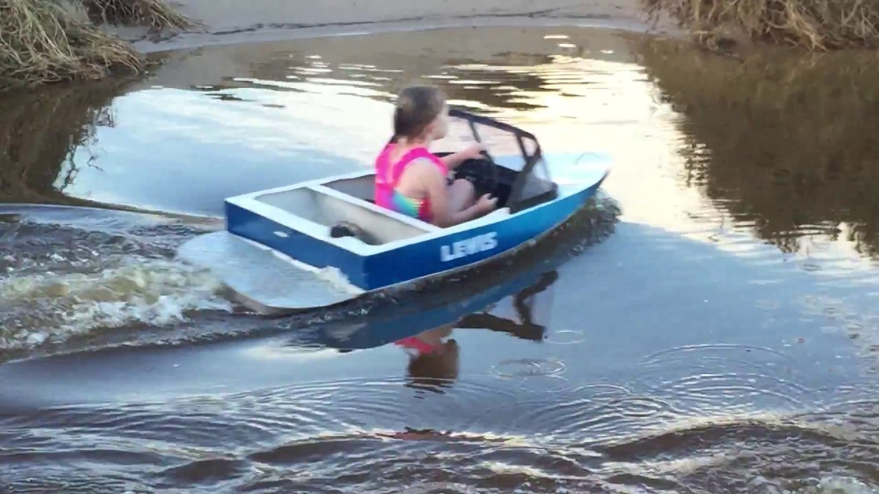 Mini speed boat cruising the pond youtube for Small fishing boats for ponds