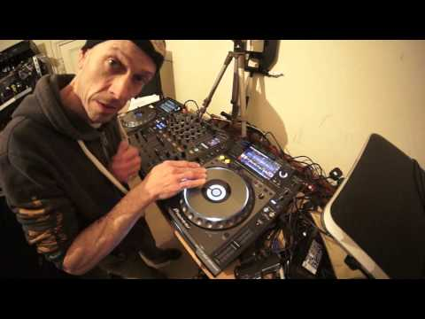 SIMPLE DJ LESSON ON SCRATCHING ON A CDJ  CONTROLLER OR VINYL TURNTABLE