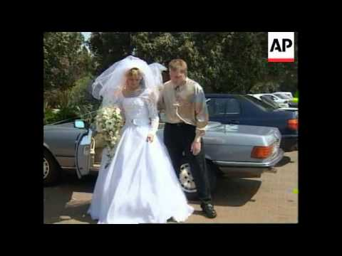 SOUTH AFRICA: ANGLICAN PRIEST PRESIDES OVER GAY WEDDING