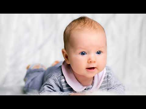 Когда ребенок начинает улыбаться? В каком возрасте дети начинают улыбаться осознанно?