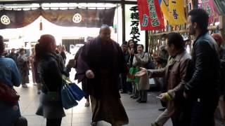 2014年3月12日、大相撲春場所4日目、大砂嵐の場所入りの模様.