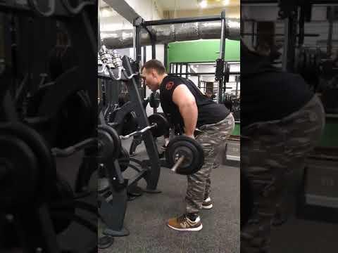 Тяга штанги к поясу - базовое упражнение для широчайших мышц спины
