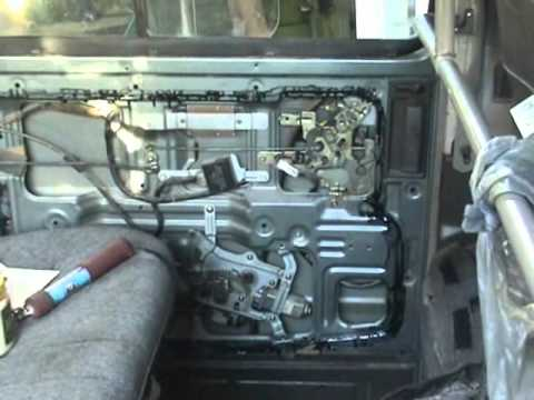 Nissan Vanette side slide door actuator mechanism - YouTube