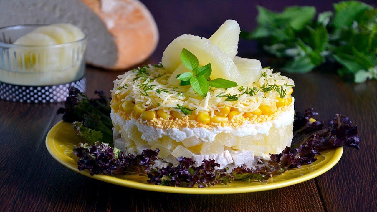 Подготовленное филе нарезаем на небольшие кусочки и выкладываем на тарелку или в миску.