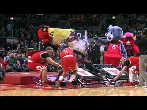 Benny the Bull does the Jeremy Evans slam dunk!