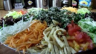 """Салат типа """"китайский"""" заправляем соусом"""